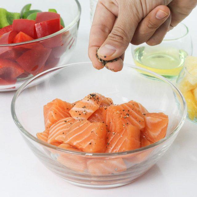 สลัดแซลมอนปิ้งย่าง (Grilled Salmon Salad)