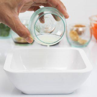 สลัดหมึกย่าง (Squid salad) ราดน้ำจิ้มพริกเผา รสเด็ดดวง